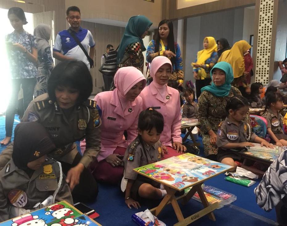 Tk Kemala Bhayangkari Tulungagung Turut Meriahkan Lomba Mewarnai Polisi Idolaku Di Polda Jatim Seru Kaltim